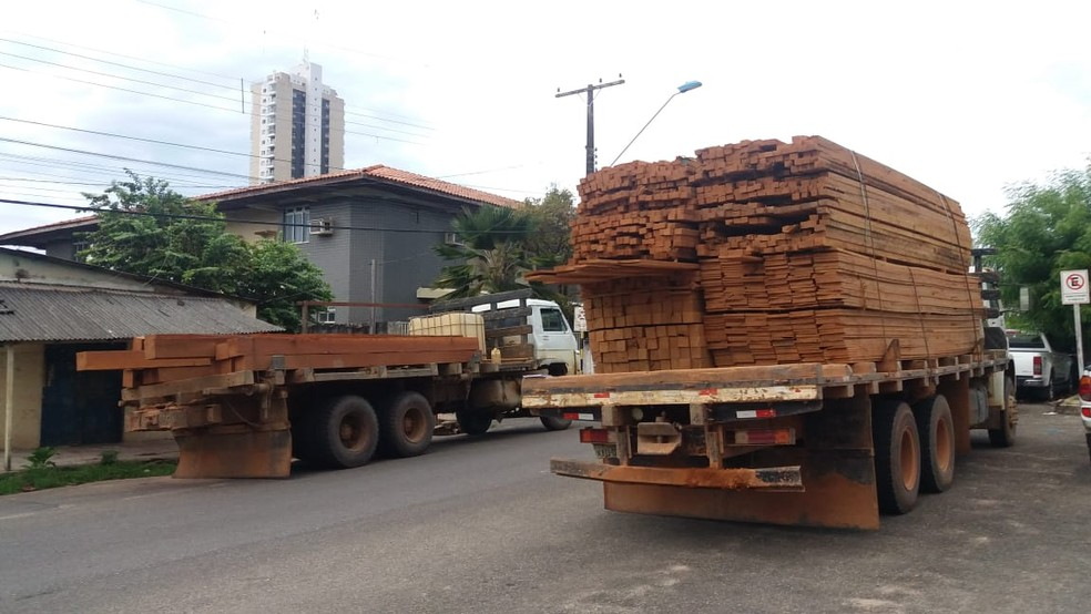 Three truckloads of lumber seized near Guaraná