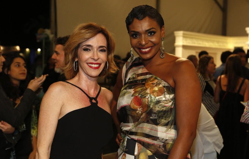 Deborah Evelyn e Walkiria Ribeiro participam da feira de arte do Rio de Janeiro (Foto: Fábio Rocha/Gshow)