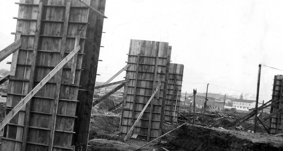 Primeiras colunas de sustentação, em outubro de 1948
