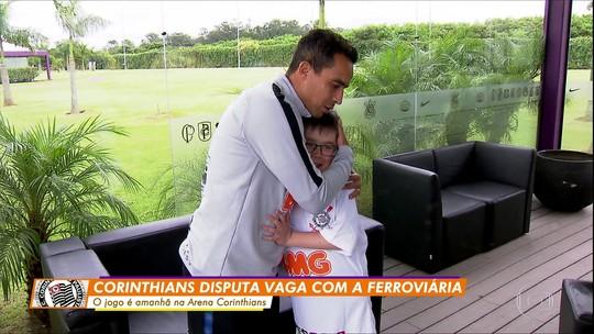 Globo Esporte: Jadson recebe visita de pequeno fã ucraniano no CT do Corinthians