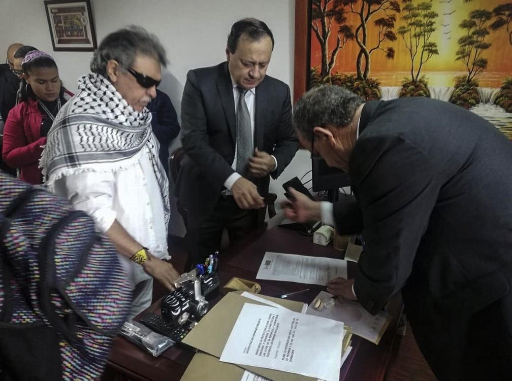 Ex-guerrilheiro das Farc Jesús Santrich toma posse como parlamentar na Colômbia — Foto: HO / Colombian Farc Political Party / AFP