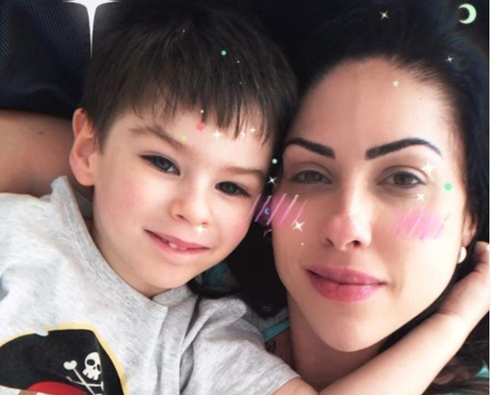 Monique Medeiros e o filho, Henry Borel. Mãe do menino criou página na web com o lema 'Conhecereis a verdade e a verdade vos libertará' — Foto: Reprodução/Instagram