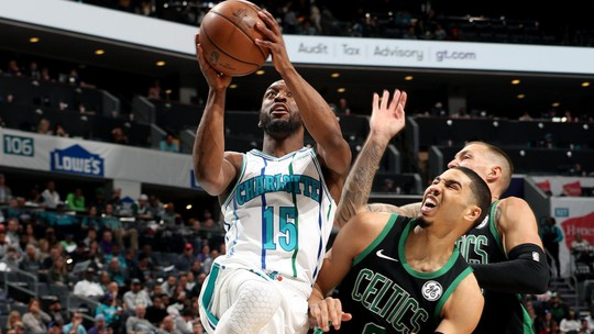 Kemba Walker apaga aniversário de Kyrie, e Charlotte Hornets vence o Boston Celtics
