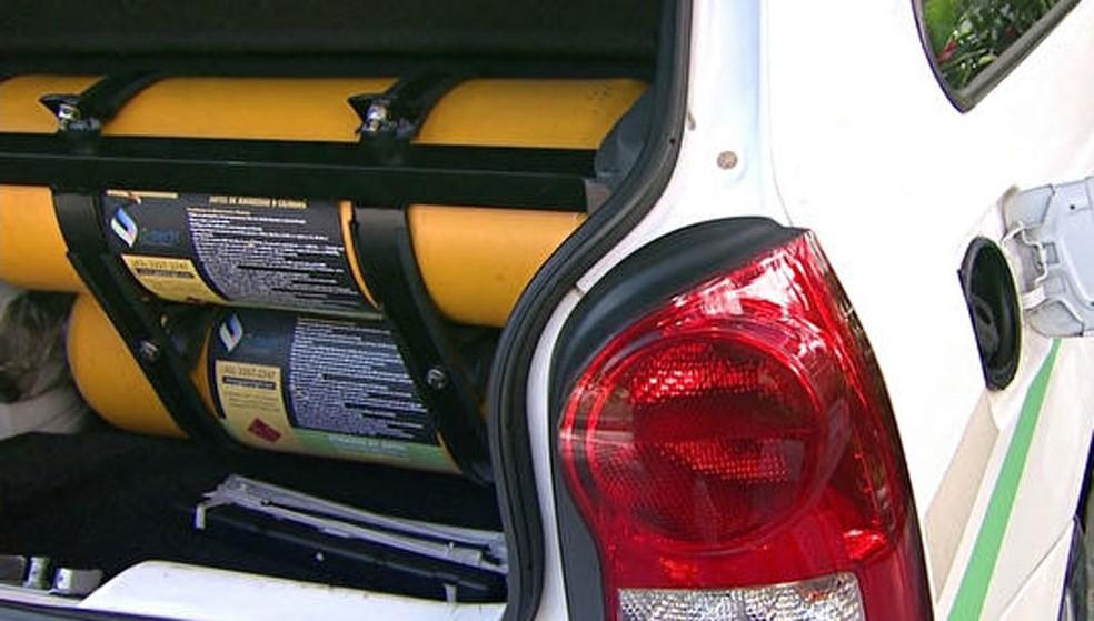 Carro movido a Gás Natural Veicular — Foto: RPC/Reprodução