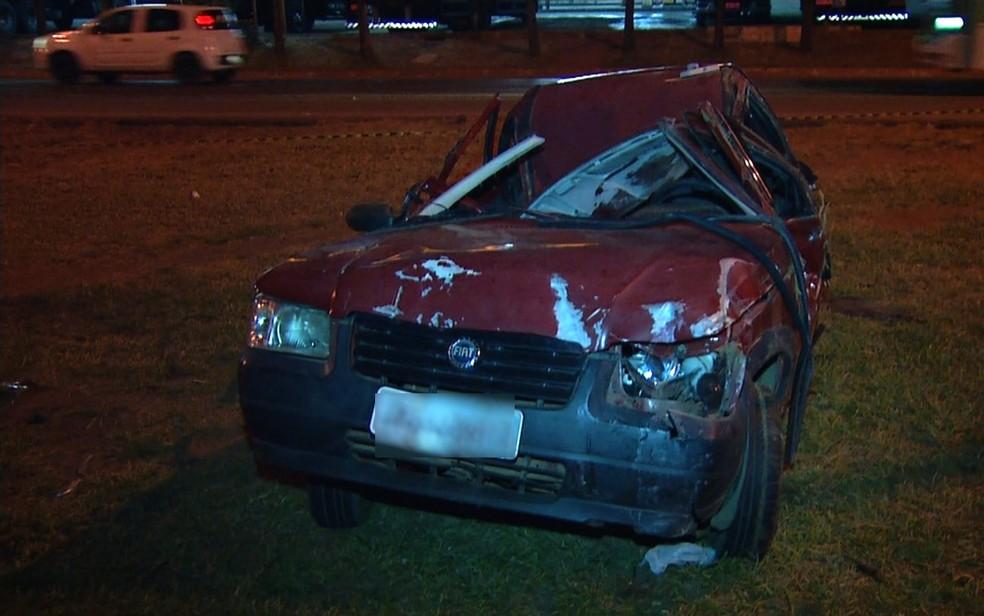 Mulher morre após acidente na BR-040, em Luziânia — Foto: Reprodução/ TV Anhanguera