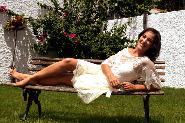 Adriana Birolli na sua casa, no Itanhangá (Foto: Cristina Granato)