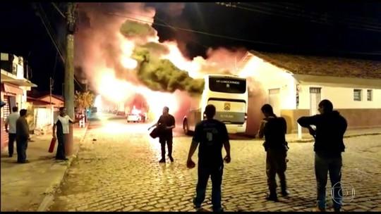 Ataques a ônibus chegam ao 6º dia e atingem 38 cidades