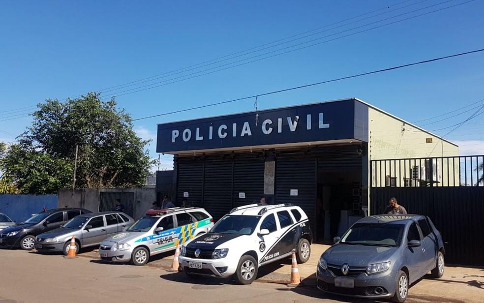 Delegacia de Polícia Civil para onde o suspeito de atirar em estudante foi levado, em Alexânia, Goiás (Foto: Maryá de Podestá/TV Anhanguera)
