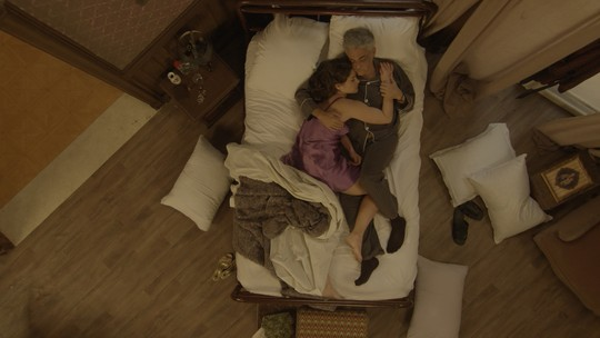 Diana e Severo acordam coladinhos