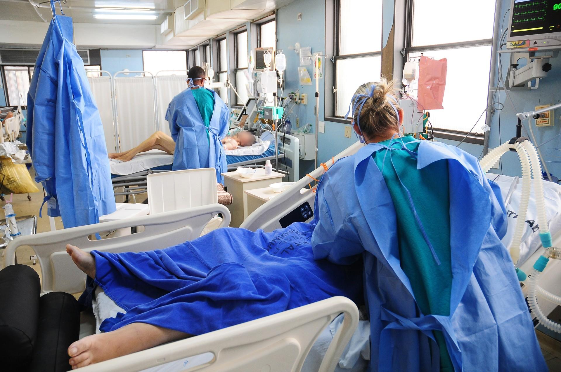 Covid-19: governo do DF autoriza processo seletivo para contratação de 250 profissionais de saúde