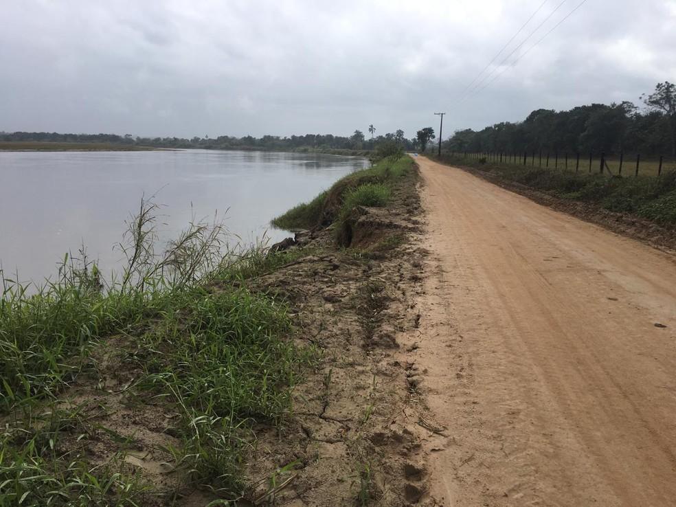 Trecho da estrada antes do local do desbarrancamento — Foto: Divulgação/Prefeitura de Registro