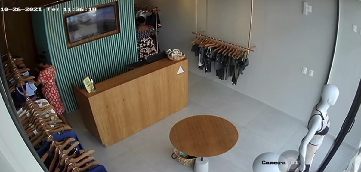 Mulher furta roupas em loja e esconde peças debaixo do vestido na Zona Leste de Teresina; veja vídeo
