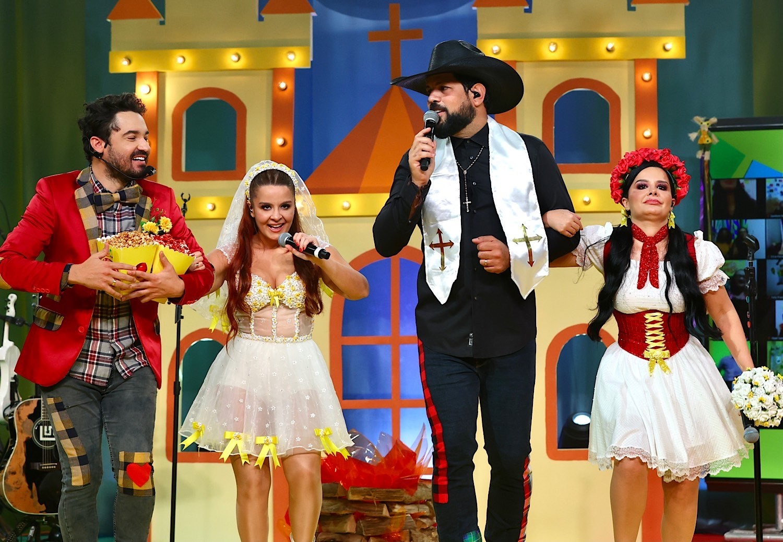 Fernando e Maiara com Sorocaba e Maraisa (Foto: Brazil News/Manuela Scarpa)