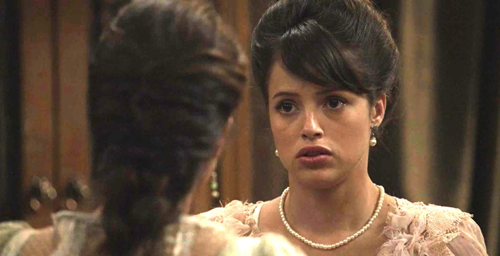 Cecília diz que tem uma informação importante para Ema (Foto: TV Globo)