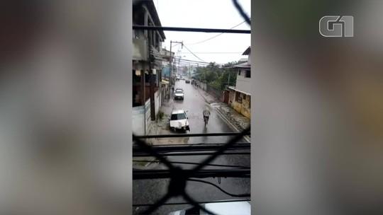 Moradores de Cabo Frio e São Pedro da Aldeia, RJ, mostram transtornos causados pela chuva