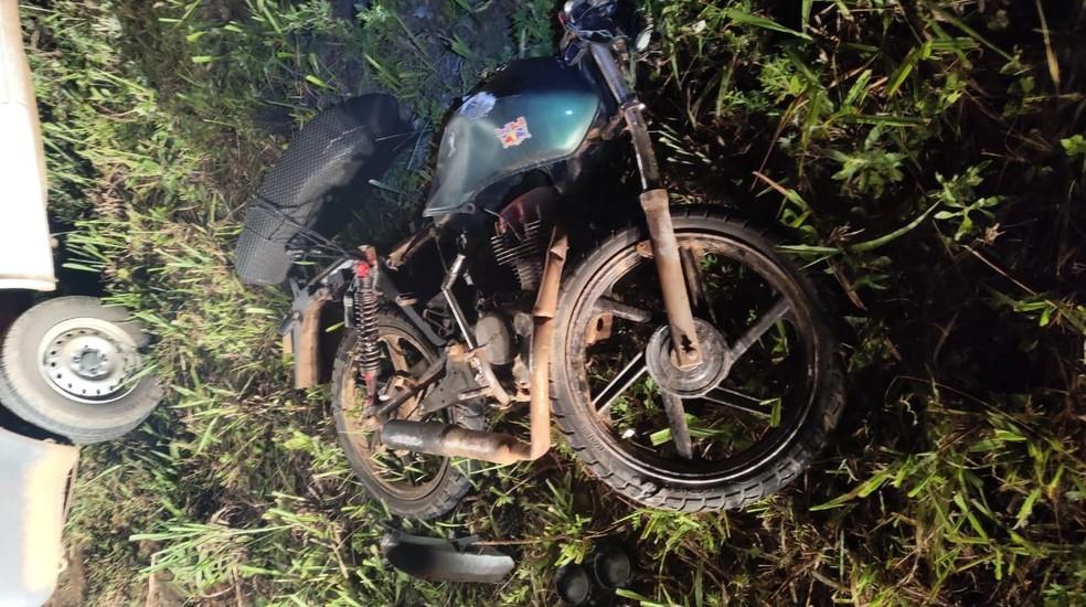 Motocicleta tinha débitos, segundo a polícia — Foto: PRE/Divulgação