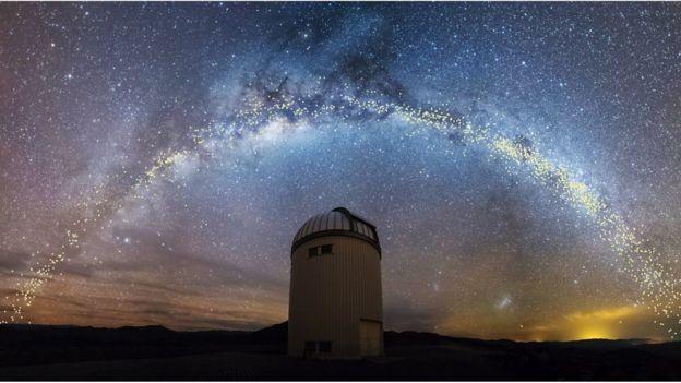 A pesquisa baseou-se em observações do telescópio OGLE, no deserto do Atacama (Chile) (Foto: K. ULACZYK/J. SKOWRON / OGLE/UNIV. DE VARSÓVIA, via BBC News Brasil)