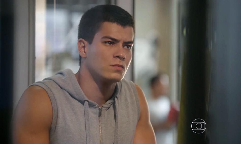 Duca (Arthur Aguiar) afirma a Gael (Eriberto Leão) que vai ficar longe de Bianca (Bruna Hamú) - 'Malhação Sonhos' — Foto: Globo