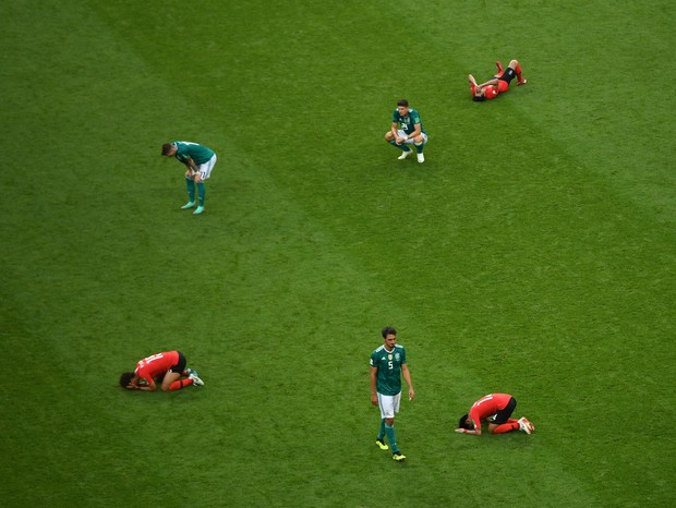 KAZAN, RUSSIA - JUNE 27:  Germany players look dejected following their sides defeat in the 2018 FIFA World Cup Russia group F match between Korea Republic and Germany at Kazan Arena on June 27, 2018 in Kazan, Russia.  (Photo by Shaun Botterill/Getty Imag (Foto: Getty Images)