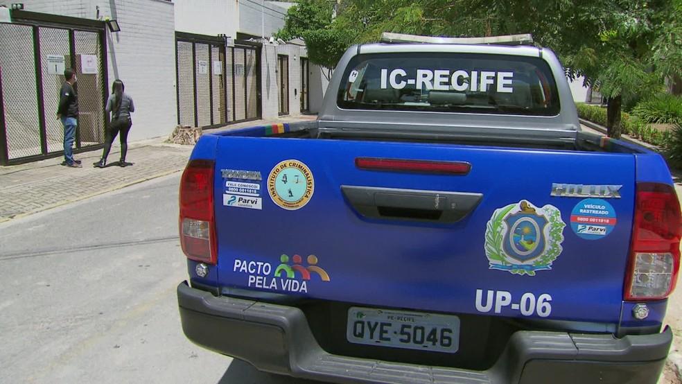 Peritos do Instituto de Criminalística (IC) recolheram imagens do circuito interno de segurança dos prédios da vizinhança — Foto: Reprodução/TV Globo