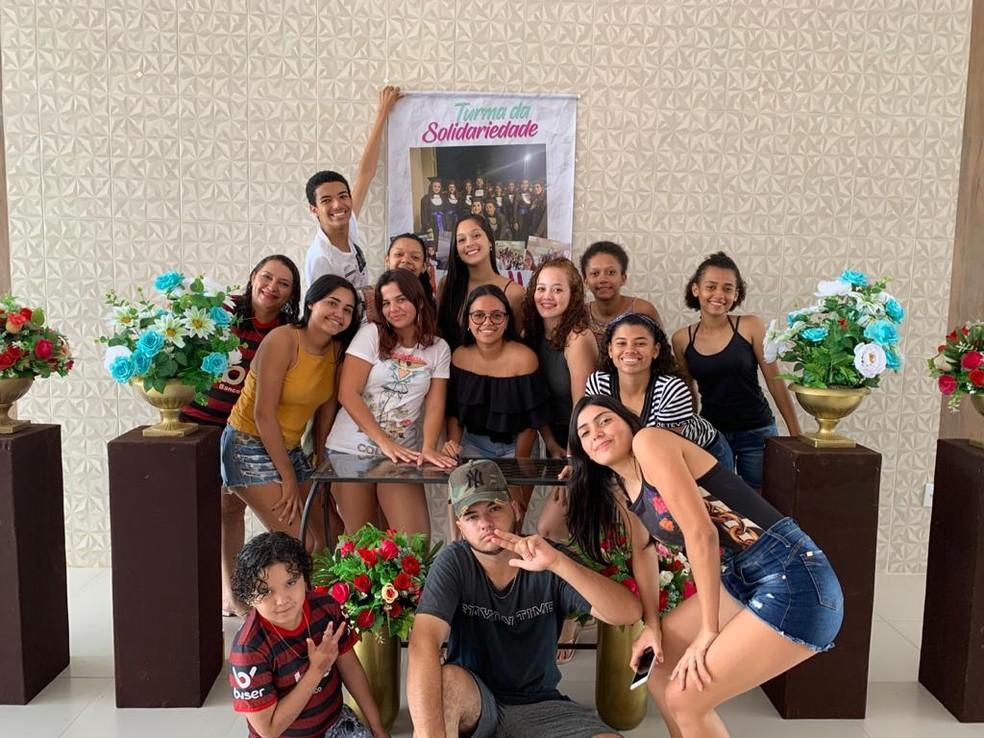 Turma ganhou festa após a ação — Foto: Divulgação