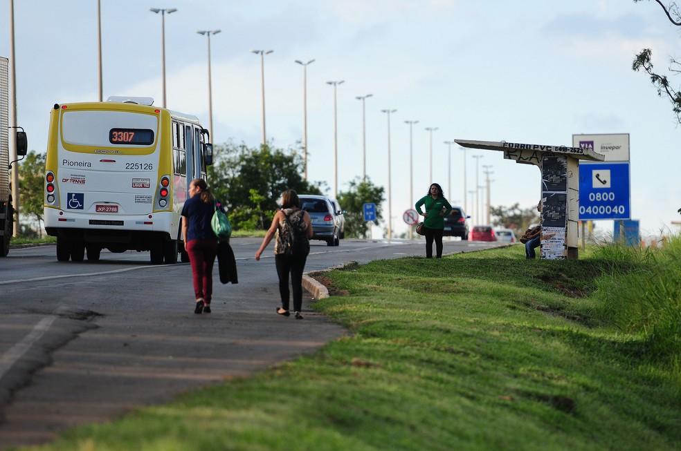 Ônibus em circulação em Santa Maria, no DF (Foto:  Pedro Ventura/Agência Brasília)