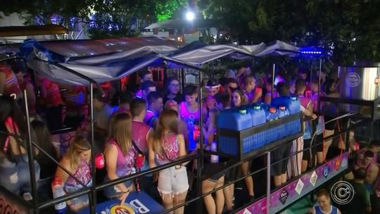 Grupo 'Embramados' vence festival de carrões no carnaval de Cerquilho