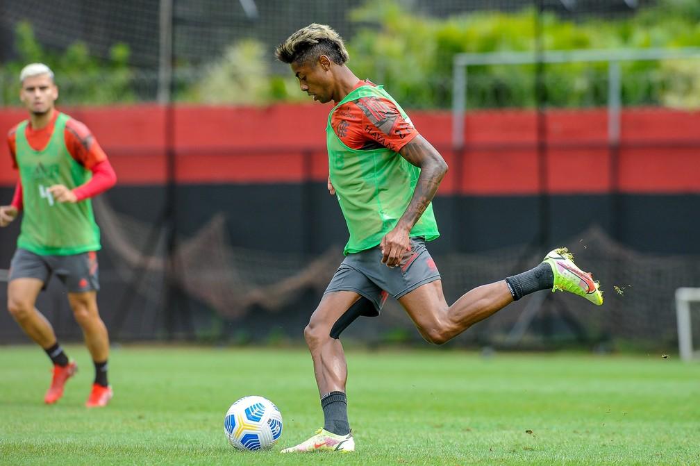 Bruno Henrique volta a treinar com elenco e fica perto de retorno; veja a provável escalação
