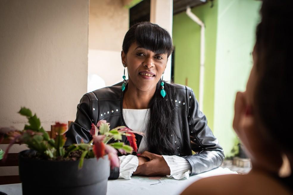 Silvana da Silva realiza suas vendas e divulga seus produtos por meio da internet — Foto: Fábio Tito/G1