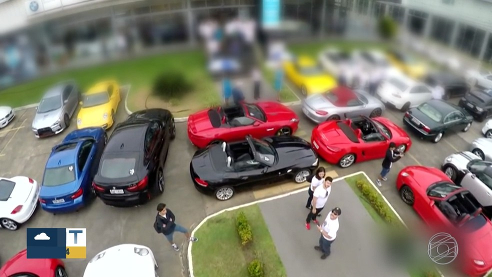 Donos de carros de luxo deixavam veículos à venda na loja, em Cuiabá — Foto: TV Globo