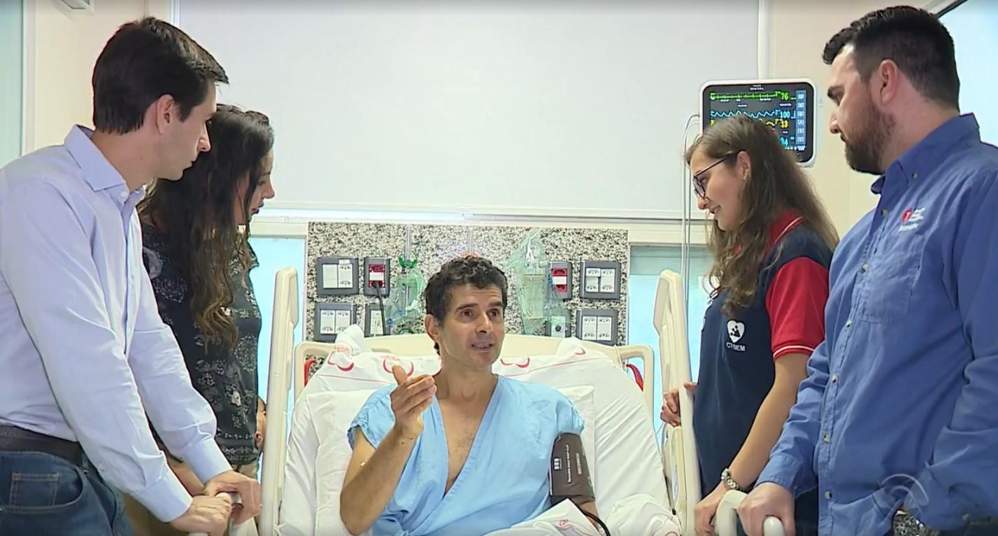 Com parada cardiorrespiratória, pintor é salvo por alunos durante curso de primeiros socorros em Porto Alegre - Notícias - Plantão Diário