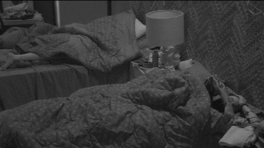 Gleici e Wagner dormem no Bangalô do Líder