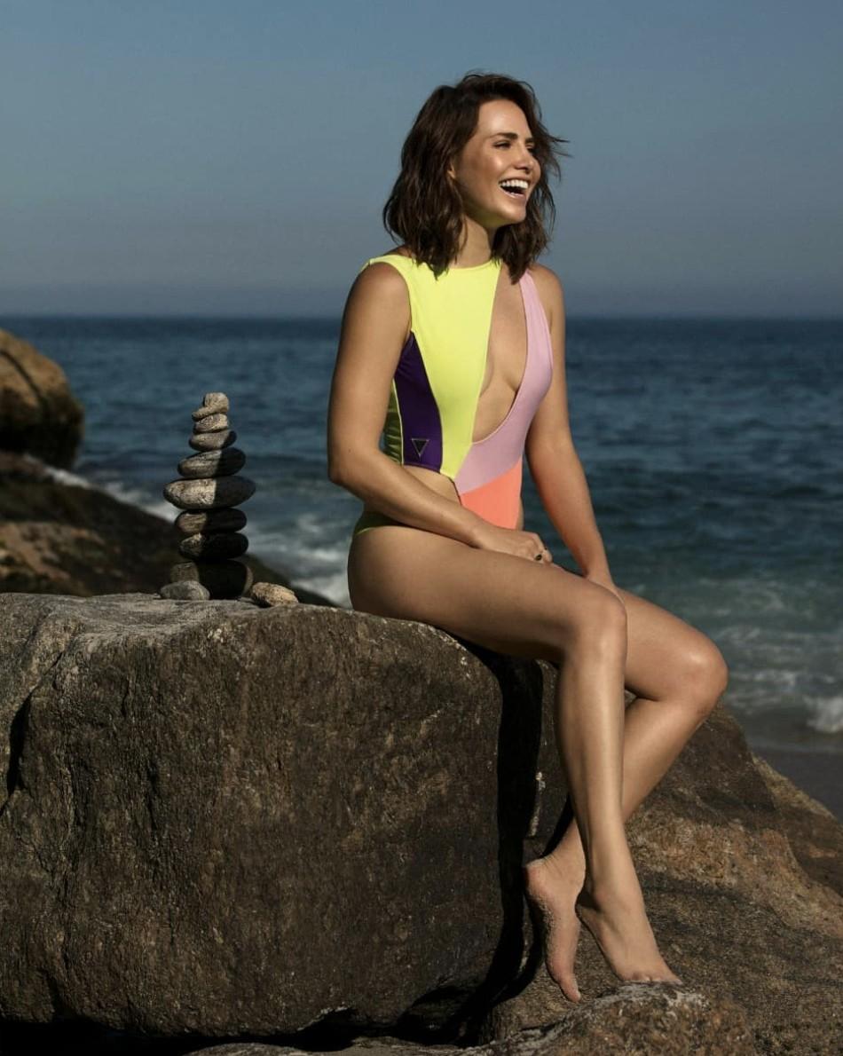 Letícia Colin posa usando maiô ousado e encanta seguidores - GQ