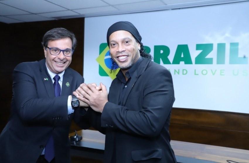 Ronaldinho Gaúcho é nomeado embaixador do turismo mesmo com passaporte apreendido