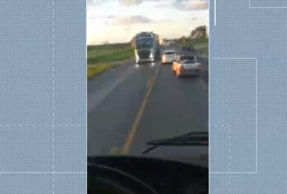Cinco pessoas da mesma família morrem em acidente na BR-020; duas crianças estão entre vítimas — Foto: Reprodução/TV Bahia