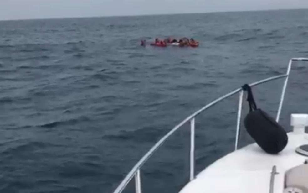 Embarcação que naufragou estava com oito ocupantes na Bahia (Foto: Divulgação/Graer)