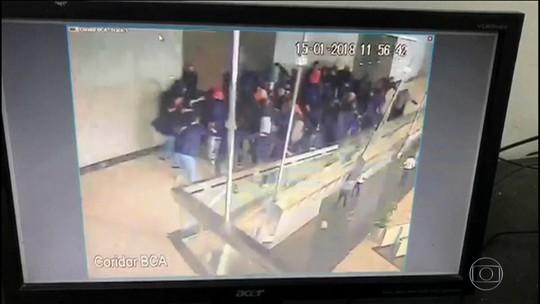 Mezanino desaba na Bolsa de Valores em Jacarta e deixa feridos