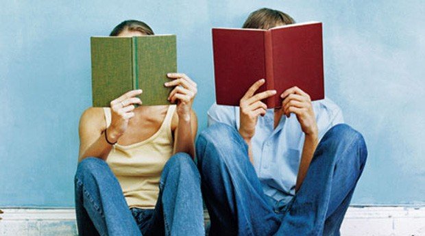 Leia um livro para descansar a mente e ter mais criatividade no dia a dia (Foto: Reprodução)
