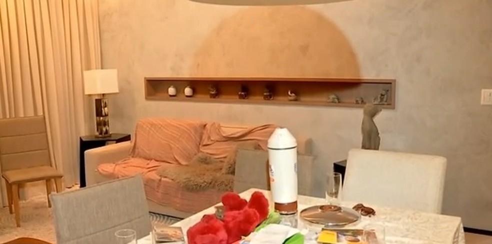 TV Verdes Mares teve acesso a apartamento onde Jamile foi baleada — Foto: TVM/Reprodução
