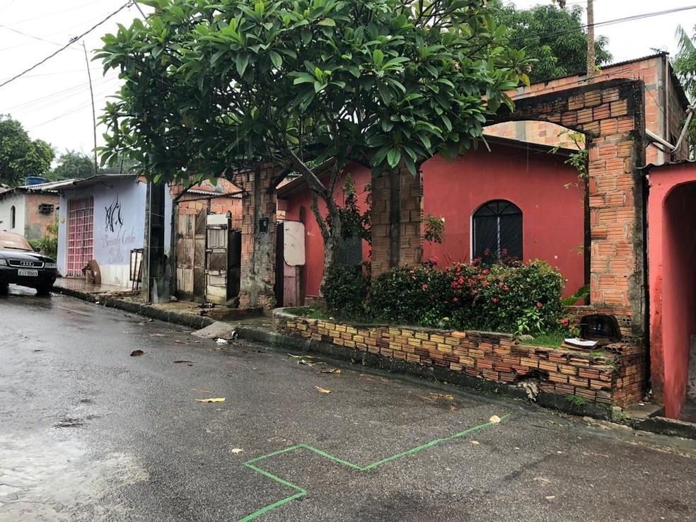 Corpo de homem brutalmente assassinado com 74 facadas é encontrado na da casa da avó, diz polícia — Foto: Rickardo Marques/G1