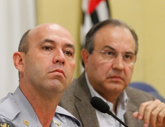 O coronel Benedito Meira, comandante da PM durante as jornadas de junho, ao lado do então secretário de segurança de São Paulo, Fernando Grella (Foto: ELIÁRIA ANDRADE/AGÊNCIA O GLOBO)