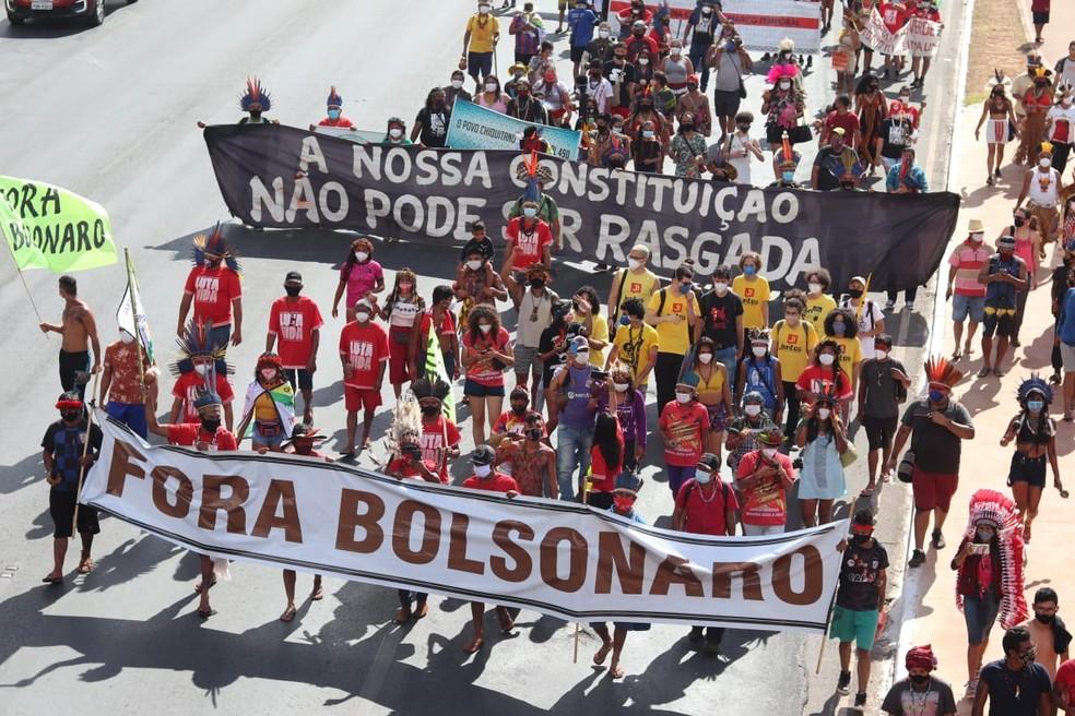 Indígenas protestam em Brasília contra marco temporal para demarcação de terras — Foto: Carolina Cruz/G1