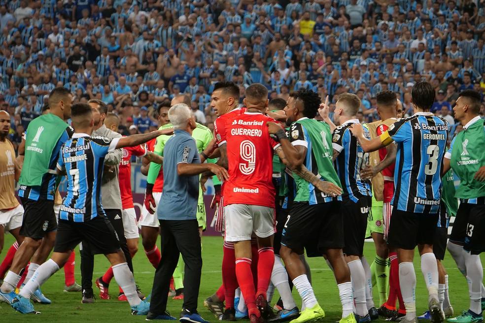 Gre-Nal da Libertadores terminou em confusão — Foto: Wesley Santos/Agência PressDigital