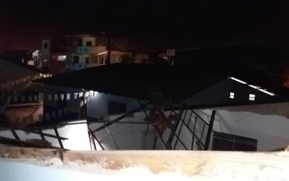 Telhado da Escola Municipal do Iguape, em Ilhéus desabou na madrugada deste sábado (4) (Foto: Divulgação/Secom)