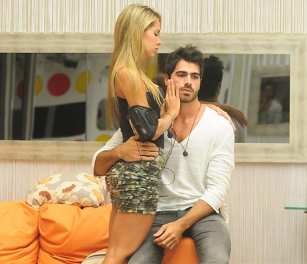 Adriana e Rodrigão no começo do namoro, no BBB11 — Foto: Frederico Rozário/TV Globo