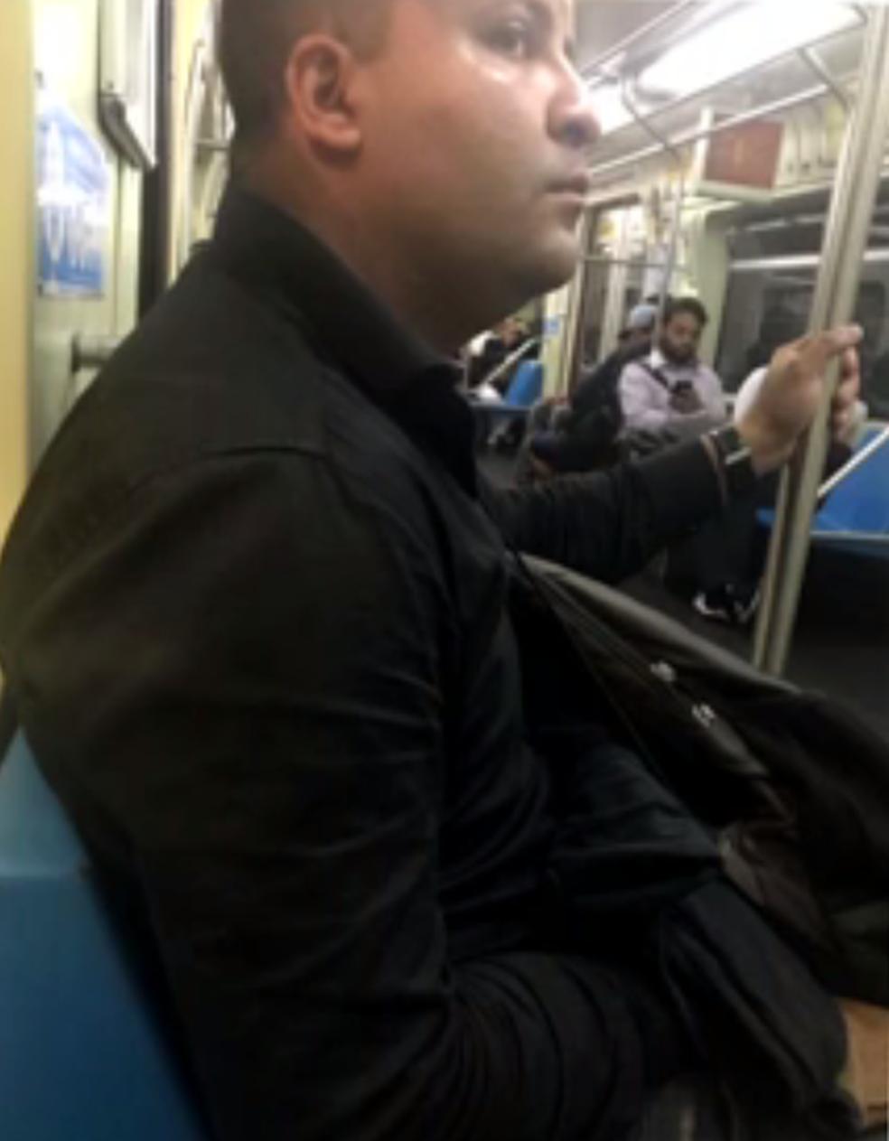 Cabo Thiago Xavier foi flagrado por passageira no metrô de São Paulo, SP (Foto: Reprodução/TV Globo )