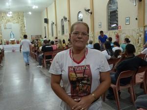 Célia conseguiu um emprego depois de participar das missas (Foto: Maiara Barbosa/ G1)