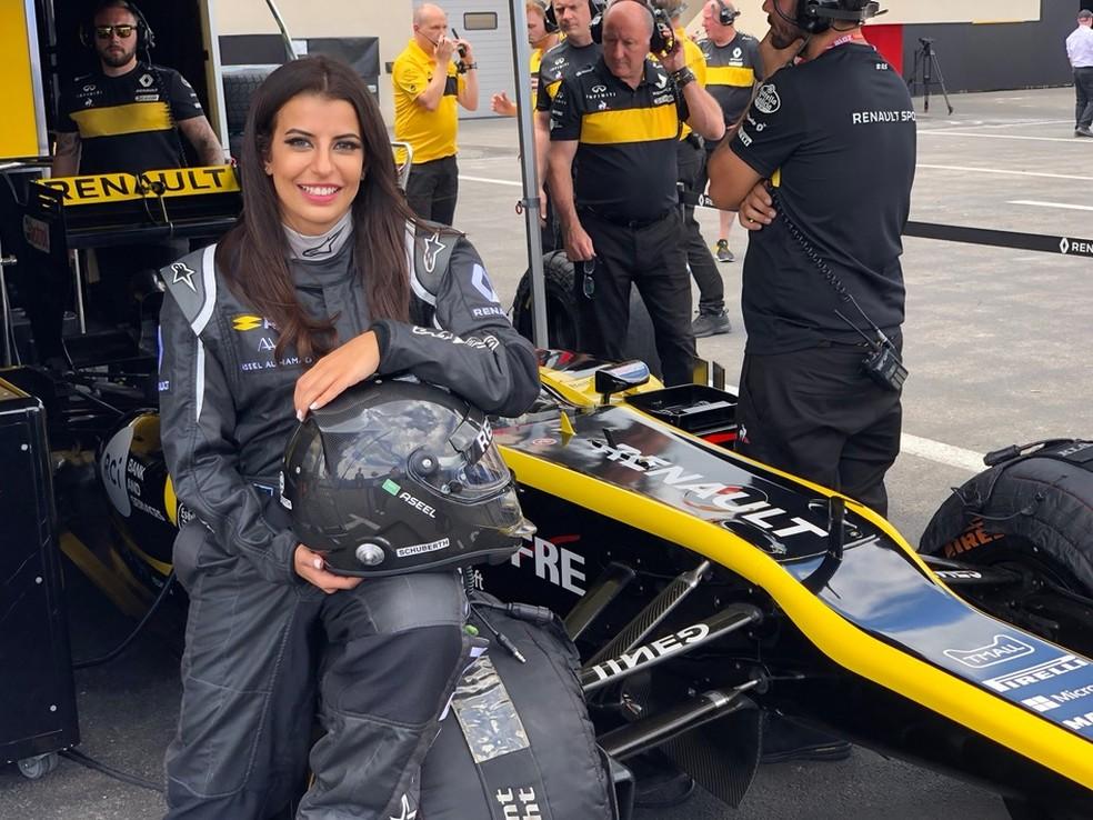 Aseel Al-Hamad foi a primeira saudita a pilotar um F1 — Foto: Divulgação