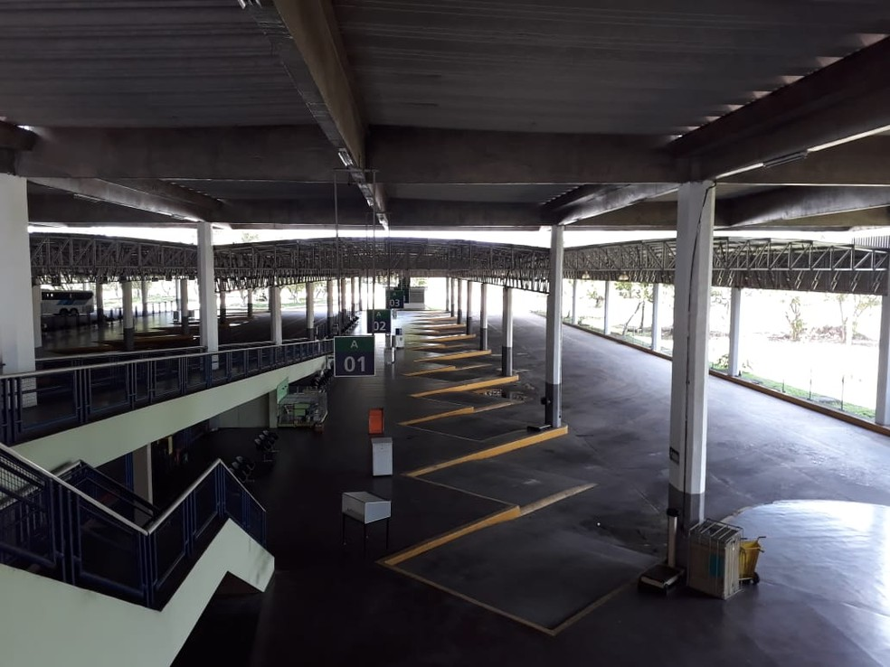 Terminal Integrado de Passageiros, no Recife, suspende viagens fora do horário de pico para racionar combustível (Foto: Wellington Pereira/TV Globo)