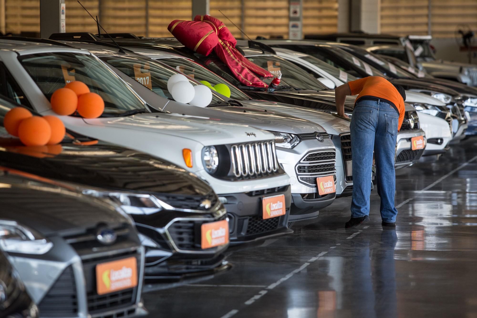 Motoristas de aplicativo devolveram 160 mil carros por causa da queda no serviço, dizem locadoras